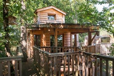 cabane du bois des nauzes avec spa en aquitaine. Black Bedroom Furniture Sets. Home Design Ideas