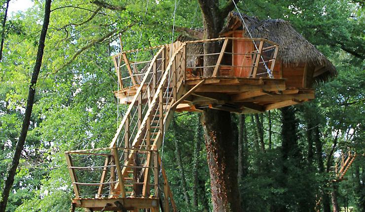 Cabanes bourg en bresse lyon domaine de la dombes - Construire une maison dans un arbre ...