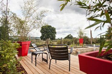 cabane cologique sur pilotis en bourgogne domaine des pr s verts. Black Bedroom Furniture Sets. Home Design Ideas