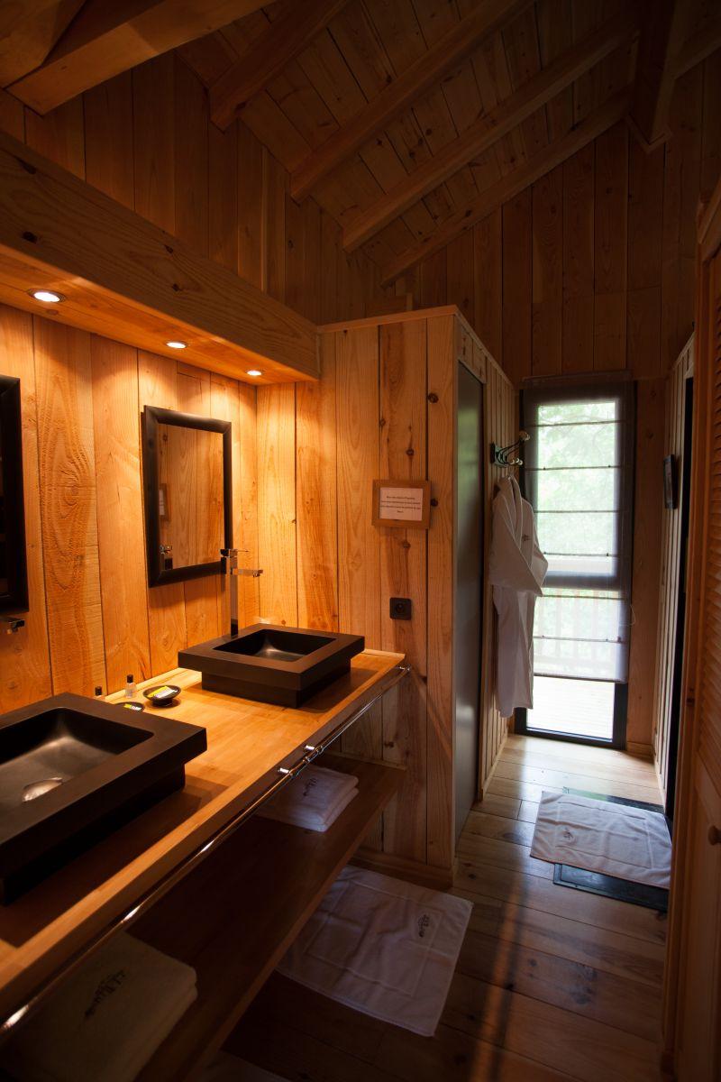 La cabane au bord du lac biscarrosse for Bois dans salle de bain